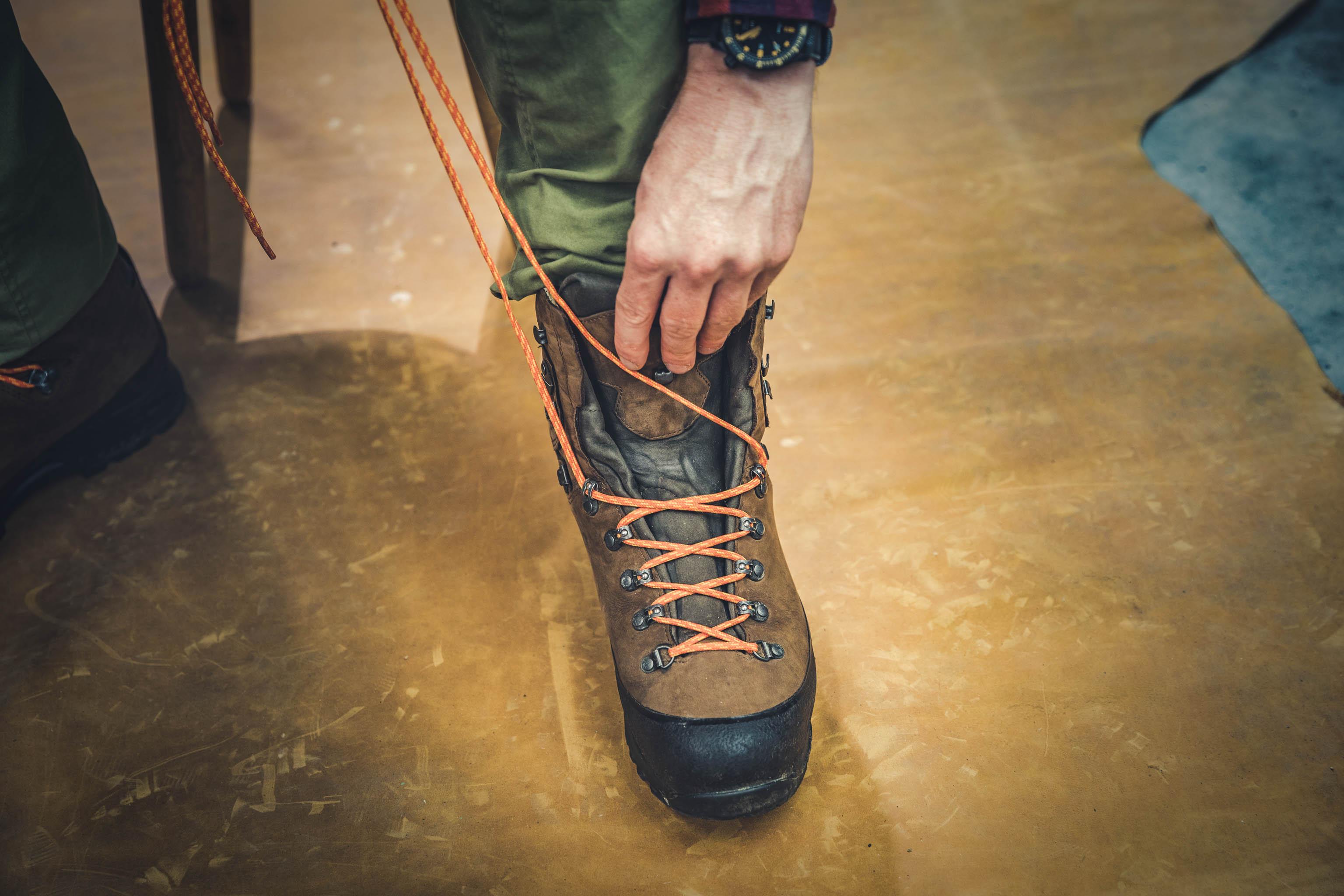 Bergschuhe schnüren Schuhzunge