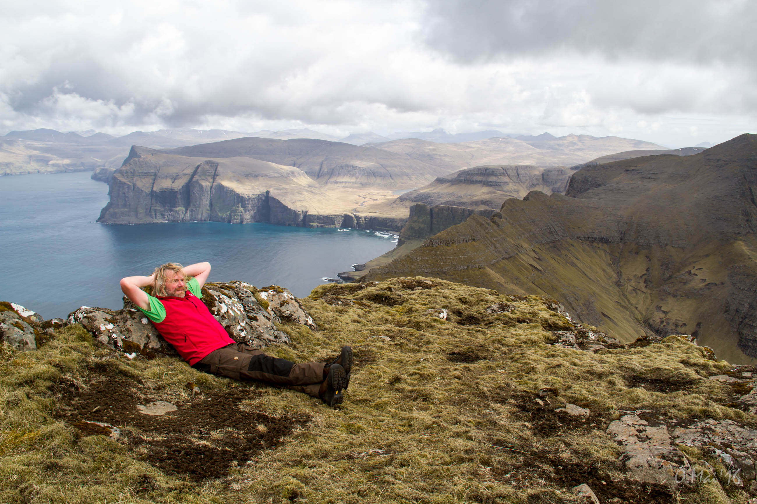 Best long distance hikes in the world - Long distance hiking in the Faroe Islands Thorsten Hoyer