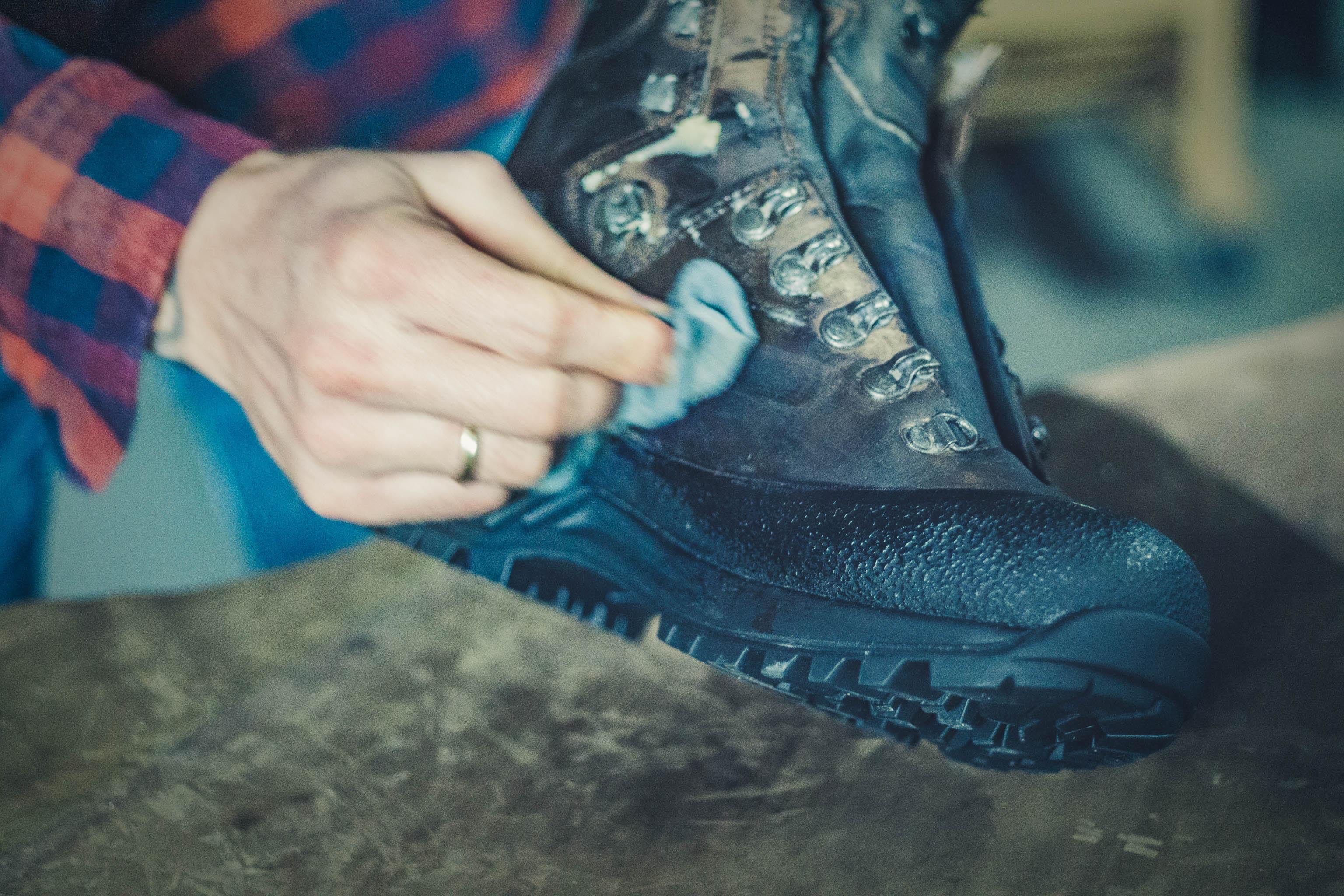 HANWAG Schuhpflege Wanderschuhe wachsen